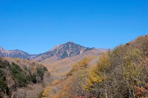 紅葉と八ヶ岳の写真素材 [FYI01584734]