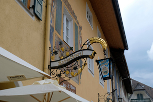 ミッテンヴァルトの家並みの写真素材 [FYI01585177]