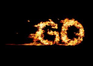 火の文字で作ったGOの写真素材 [FYI01585278]
