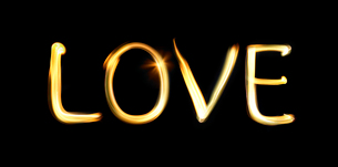火の文字で作ったLOVEの写真素材 [FYI01585290]