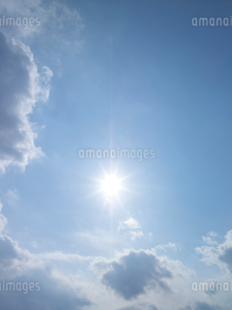 空と太陽の写真素材 [FYI01585325]