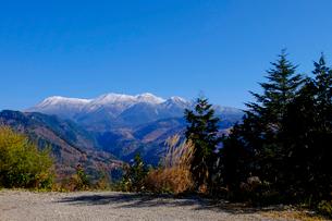 紅葉の御嶽山の写真素材 [FYI01585697]