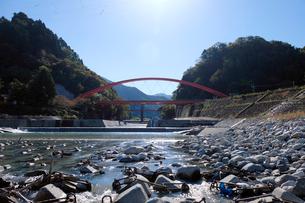 愛本橋と黒部川の写真素材 [FYI01585718]