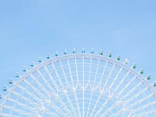 観覧車と水色の空の写真素材 [FYI01585985]