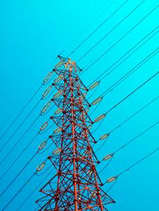 高圧線の鉄塔の写真素材 [FYI01585989]