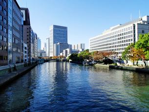 土佐堀川と中之島のビルの写真素材 [FYI01585990]