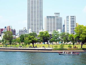 中之島公園と土佐堀川の写真素材 [FYI01586494]