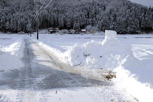 除雪した道の写真素材 [FYI01586813]