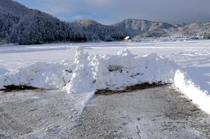 除雪した道の写真素材 [FYI01586859]