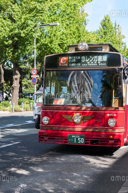 横浜周遊バス あかいくつの写真素材 [FYI01586916]