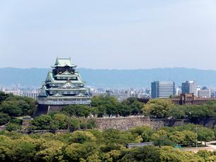 大阪城と大阪市立博物館の写真素材 [FYI01587081]