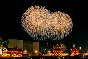 秩父夜祭の花火の写真素材 [FYI01587220]