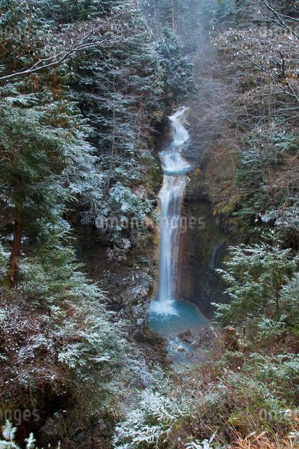 緋の滝 濁河川の写真素材 [FYI01587533]