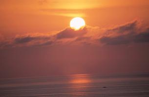 海と夕陽の写真素材 [FYI01588509]