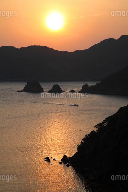 常神半島夕日の写真素材 [FYI01588511]