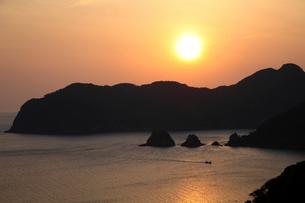 常神半島夕日の写真素材 [FYI01588893]