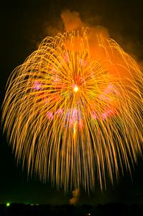 古河花火大会の三尺玉の写真素材 [FYI01588920]