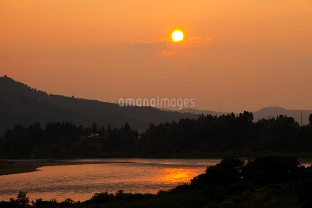 信濃川の夕景の写真素材 [FYI01589164]