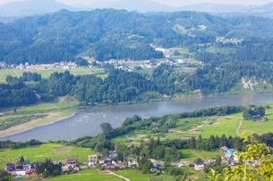信濃川と田園風景の写真素材 [FYI01589418]