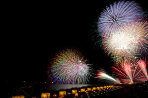 千代田の祭 川せがき花火大会の写真素材 [FYI01589434]