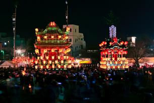 秩父夜祭の笠鉾と屋台の写真素材 [FYI01589503]