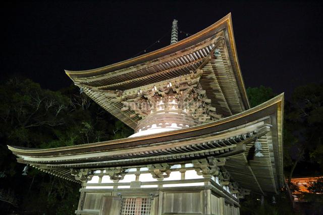 石山寺多宝塔ライトアップの写真素材 [FYI01590367]