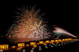 千代田の祭 川せがき花火大会の写真素材 [FYI01590525]