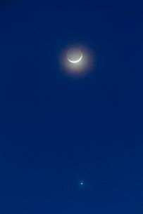 三日月と木星、火星の接近の写真素材 [FYI01590533]