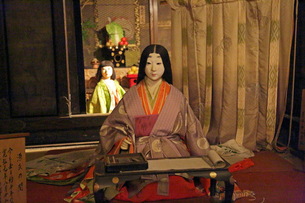 石山寺で紫式部が源氏物語を書く姿(源氏の間)の写真素材 [FYI01590831]