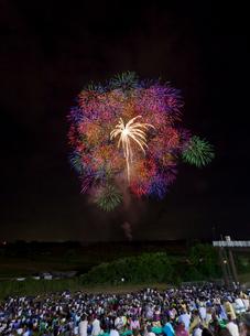 古河花火大会の三尺玉の写真素材 [FYI01590941]