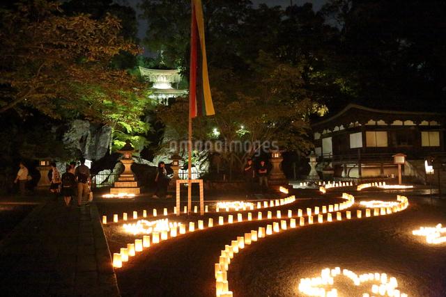 石山寺灯明とライトアップ(多宝塔を望む)の写真素材 [FYI01591002]