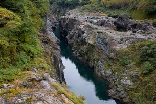 飛騨川の飛水峡の写真素材 [FYI01591140]