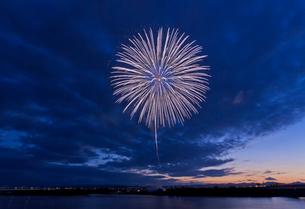長岡まつり花火大会の打ち上げ花火の写真素材 [FYI01591636]