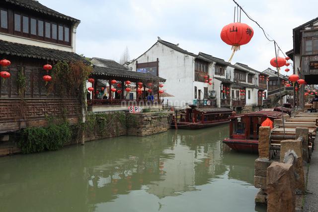 蘇州 水郷(運河)の写真素材 [FYI01591908]
