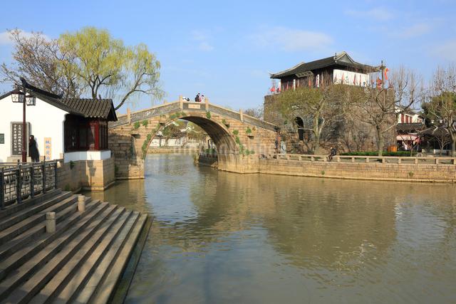 蘇州 寒山寺楓橋と鉄鈴閣の写真素材 [FYI01591948]