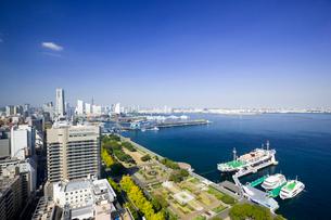 横浜マリンタワーから山下公園と氷川丸の写真素材 [FYI01592012]