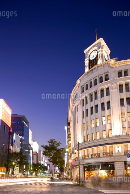 銀座四丁目交差点の夕景の写真素材 [FYI01592029]