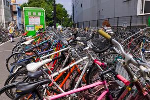 自転車駐輪場の写真素材 [FYI01592214]