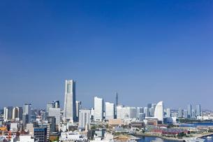 横浜マリンタワーから望むみなとみらいの写真素材 [FYI01592221]