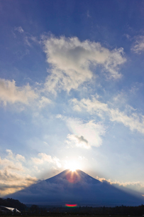 ダイヤモンド富士の写真素材 [FYI01592297]