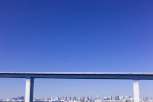 高架道路とビル群の写真素材 [FYI01592346]