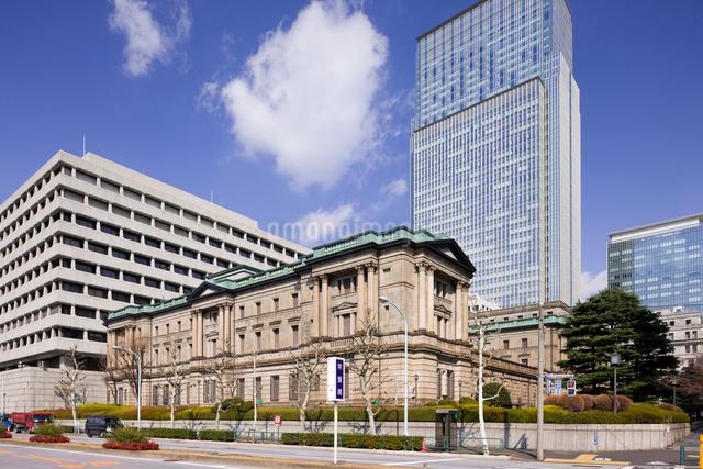 日本銀行 本店と日本橋三井タワーの写真素材 [FYI01592686]