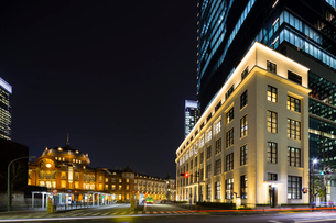 KITTE JPタワー 東京中央郵便局と東京駅の写真素材 [FYI01592714]