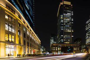 KITTE JPタワー 東京中央郵便局と丸ビルの写真素材 [FYI01592738]