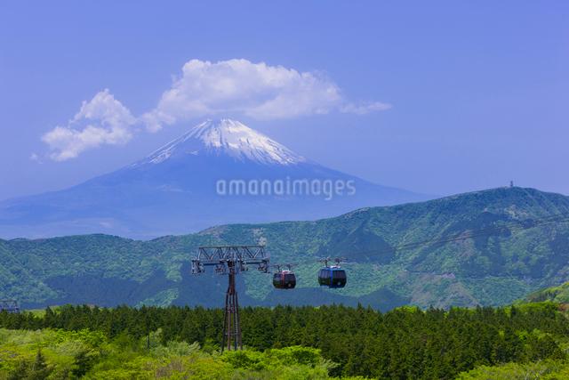 箱根ロープウェイと富士山の写真素材 [FYI01593182]