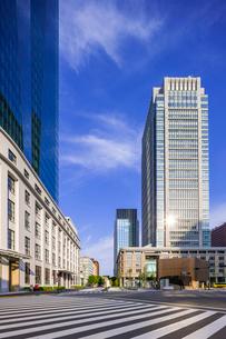 KITTE JPタワー 東京中央郵便局と丸ビルの写真素材 [FYI01593289]