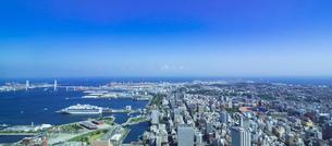 ベイブリッジと横浜市街の写真素材 [FYI01593705]