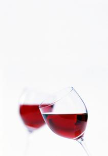 赤ワインで乾杯の写真素材 [FYI01593787]