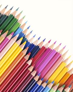 並ぶカラフルな色鉛筆の写真素材 [FYI01593868]