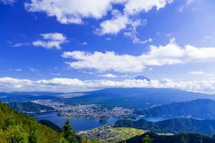 新道峠より望む富士山の写真素材 [FYI01593952]